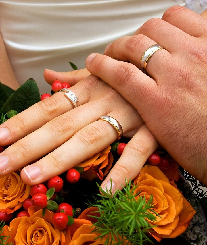 Practical Guide For The Bride: How To Wear The Engagement & Wedding Rings